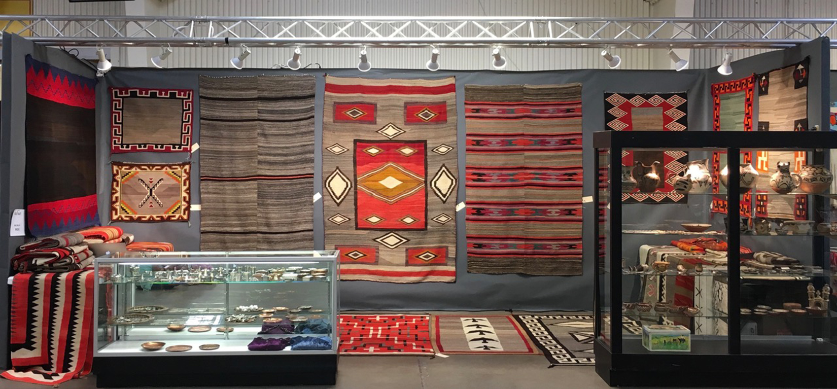 Great southwestern antique and vintage show at manuel for Craft shows in albuquerque 2017